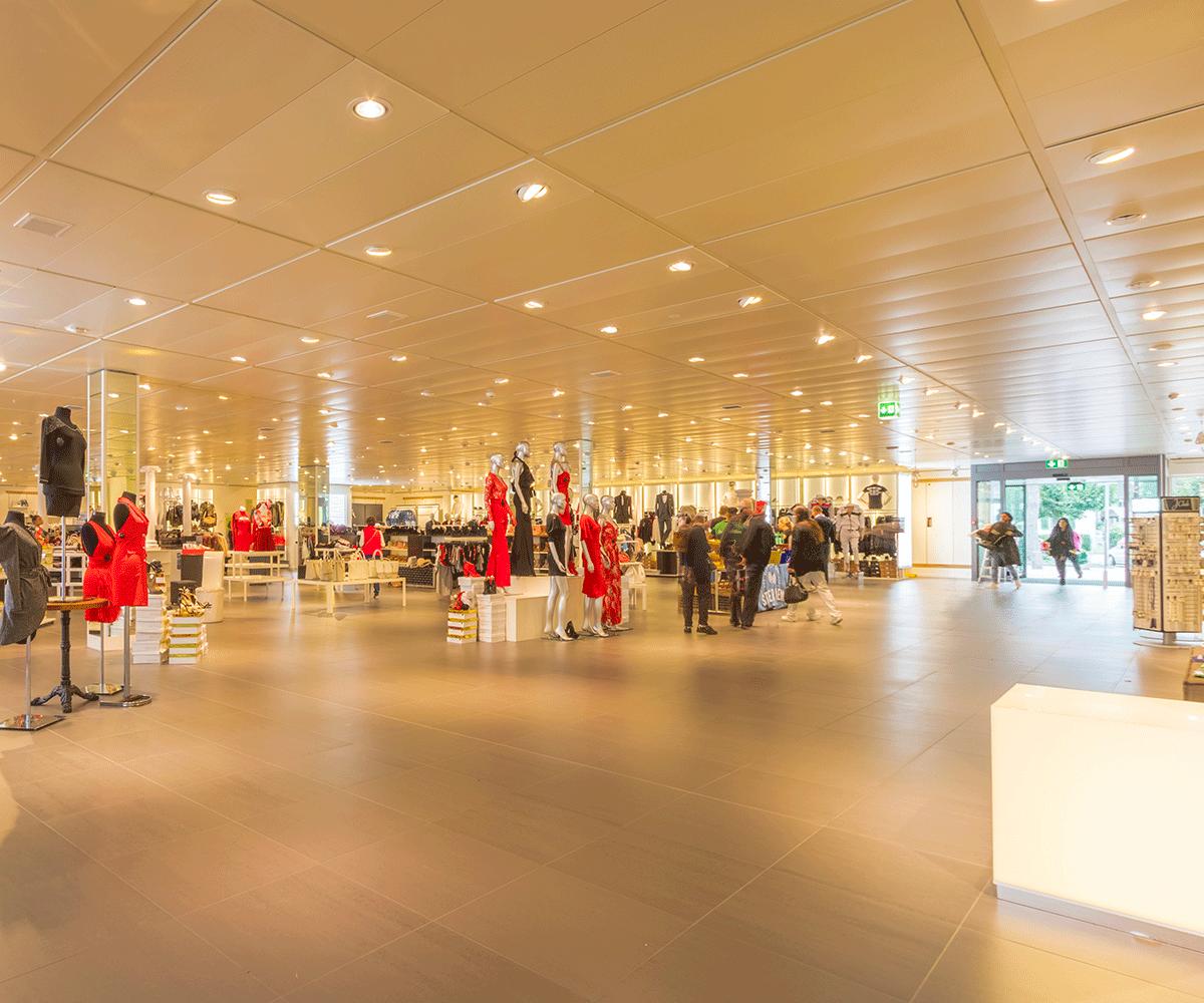 Nettoyage locaux industriels magasin centre commercial